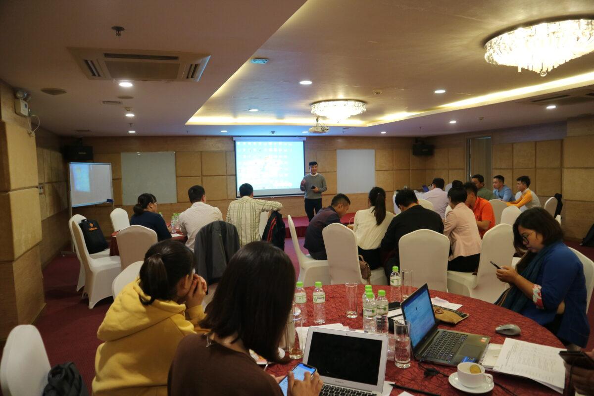"""Tập huấn """"Kỹ năng tiếp thị trực tuyến và Bán hàng trên trang thương mại điện tử"""""""